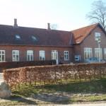 Aase voksede op i Lyngby Skole - nu sognegård.
