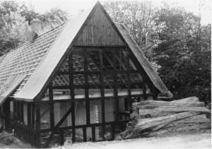 Stuehuset på Borum Mølle under restaurering/genopførelse i 1981.