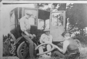 Også i 1932 havde de rige mange glæder. Såsom en bil.