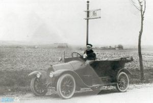 Omkring 1916 var Götsche blevet noget bedre kørende. Billedet ligger i lokalarkivet for Brabrand-Årslev. Vi ved ikke, hvor det er taget.