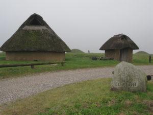 Bronzealderhuset og indgangen til oldtidsparken fotograferet i efteråret 2016