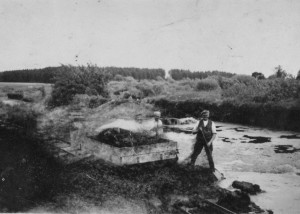 Arkivet har enkelte billeder fra tørvegravningens storhedstid i Borum Stormose, men de er desværre af dårlig teknisk kvalitet. Dette er et af de bedste.
