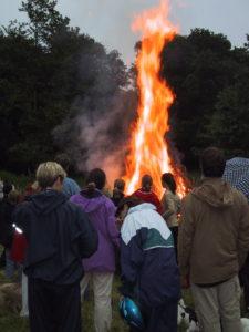 Flammerne slår lodret i vejret.