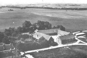 Luftfoto af Lyngby med Glamhøjgård.