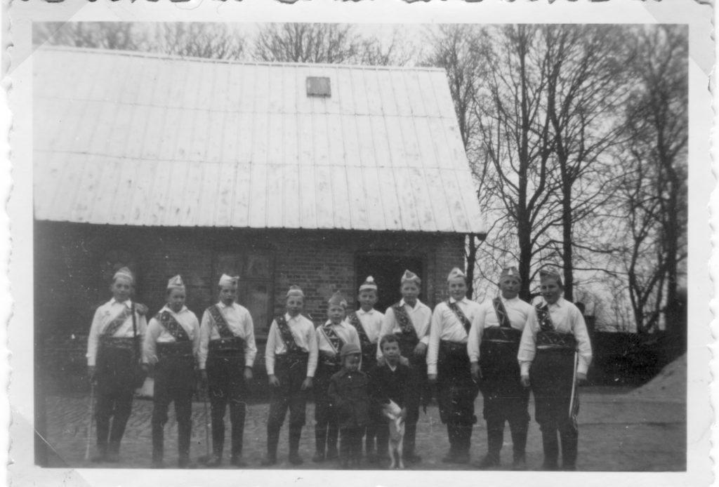 Her er et sjældent billede af fastelavnssoldaterne i Lyngby. Det er taget i 1989.