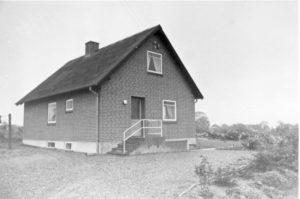 Bysvinget 11 som helt nybygget i 1960 - med wc, indlagt vand og kakkelovn.